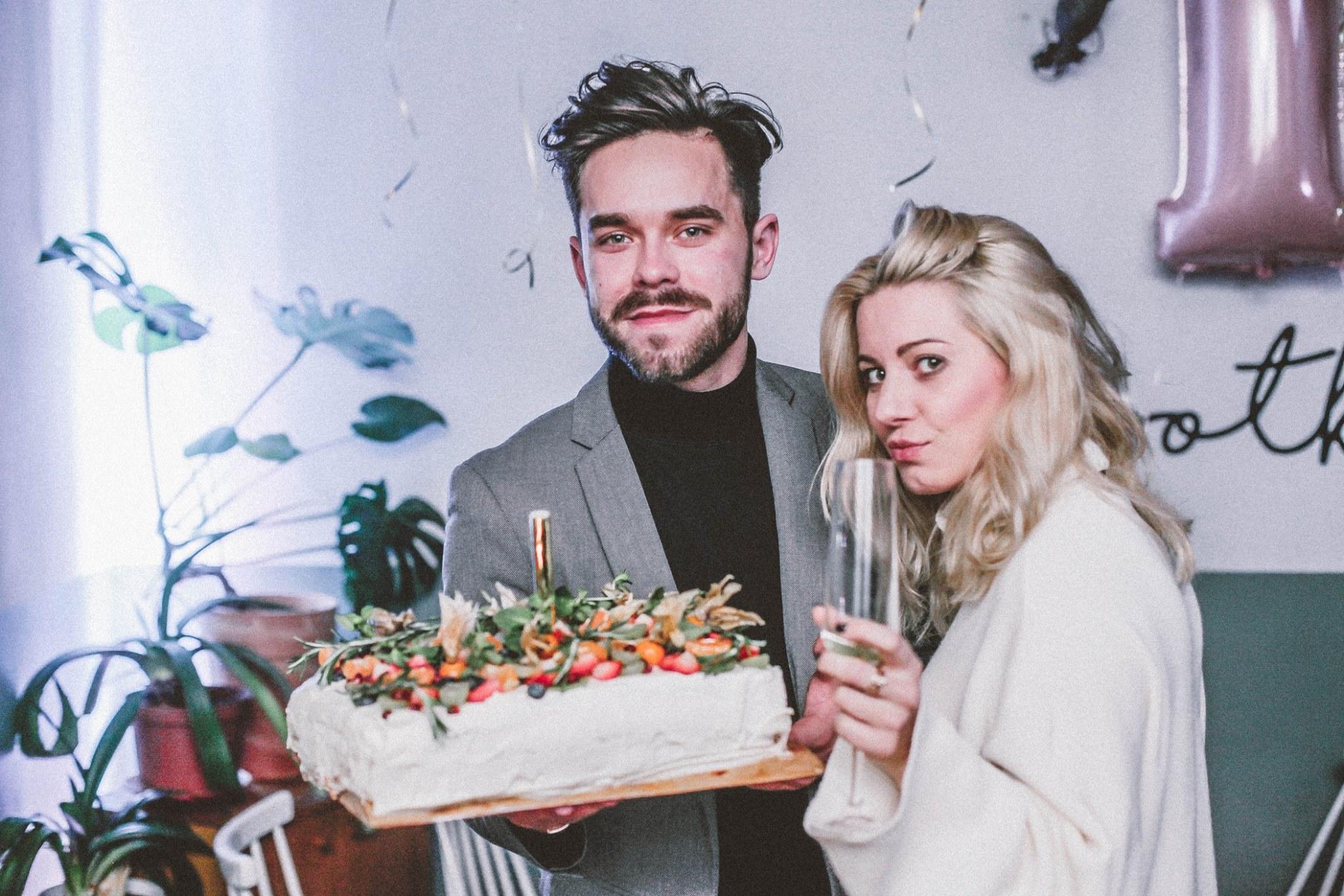 Spotkanie - pierwsze urodziny, impreza, tort